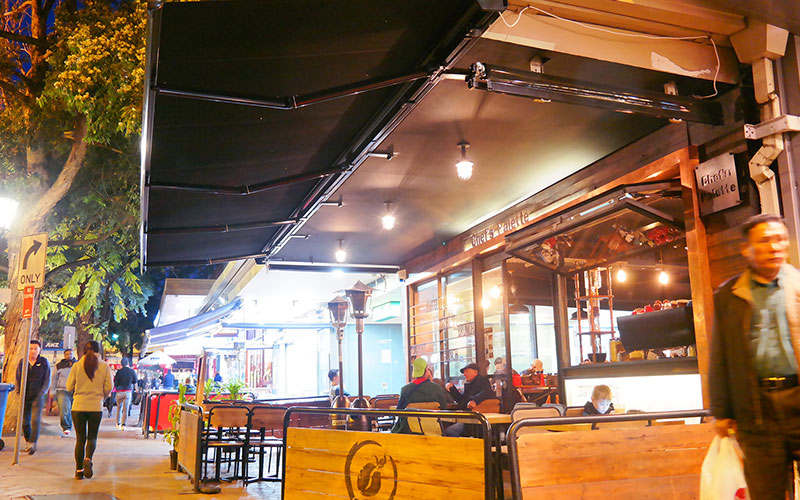 A Canberra cafe using a retractable awning from The Blind Shop